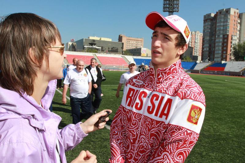 Победитель Вторых юношеских Олимпийских  игр по греко-римской борьбе Марк Бемалян отвечает на вопросы журналистов.