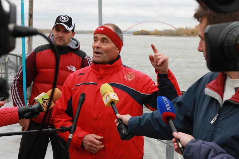 Заплыв в честь открытия Бугринского моста