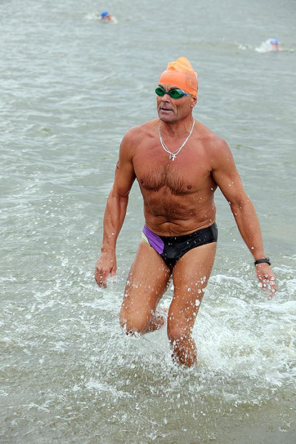 Заплыв через Обь в честь Дня физкультурника