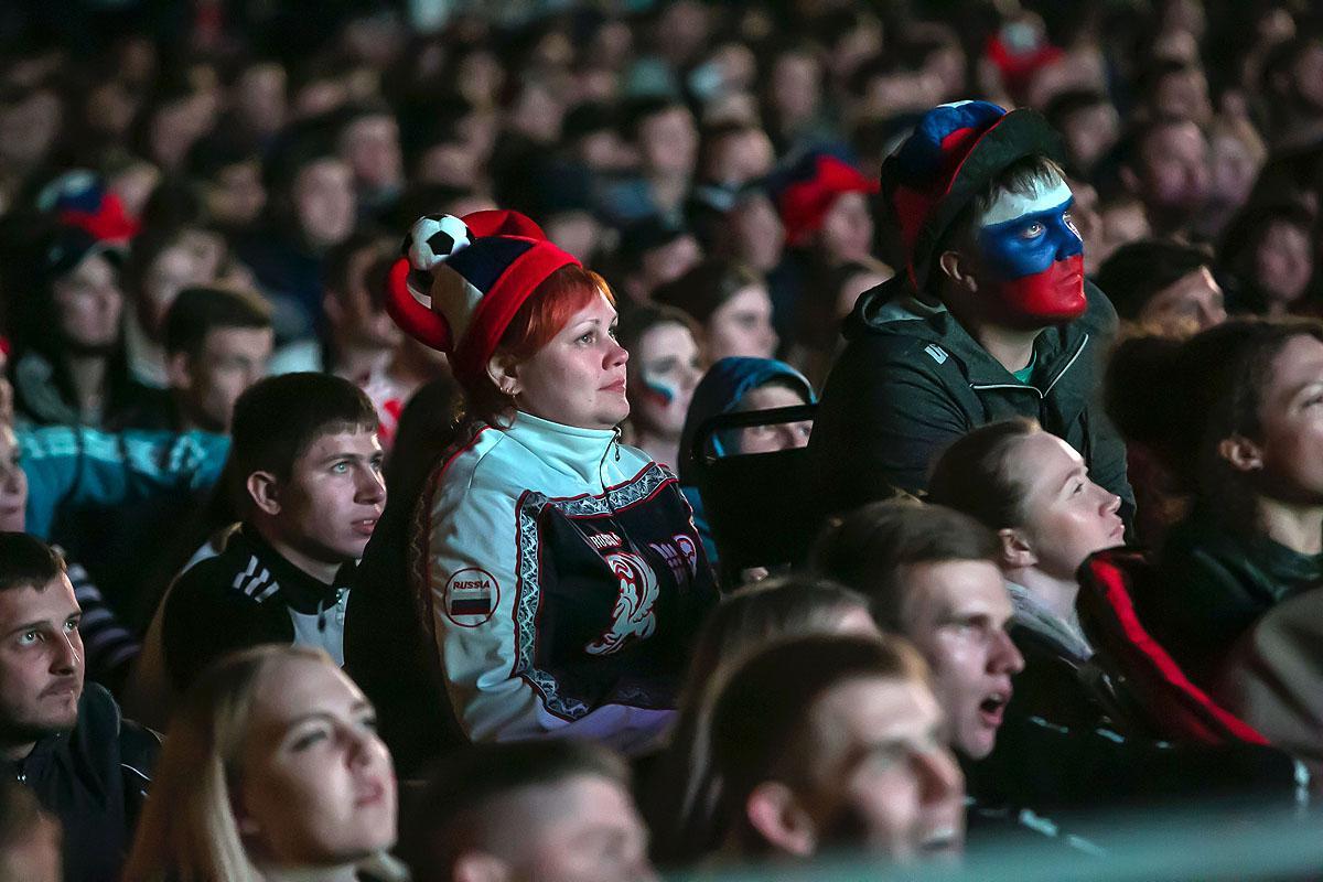 Матч Россия-Хорватия. Зона просмотра на Михайловской набережной