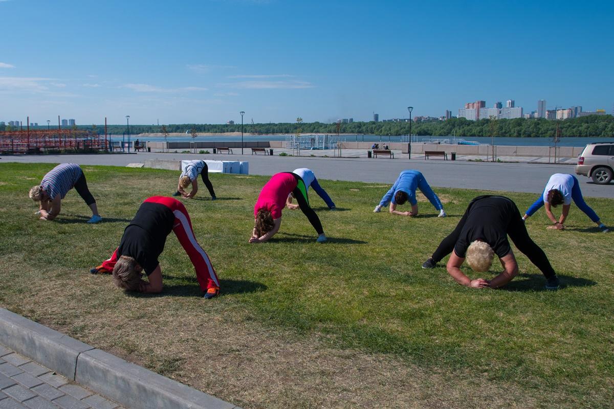 Оздоровительная гимнастика на Михайловской набережной