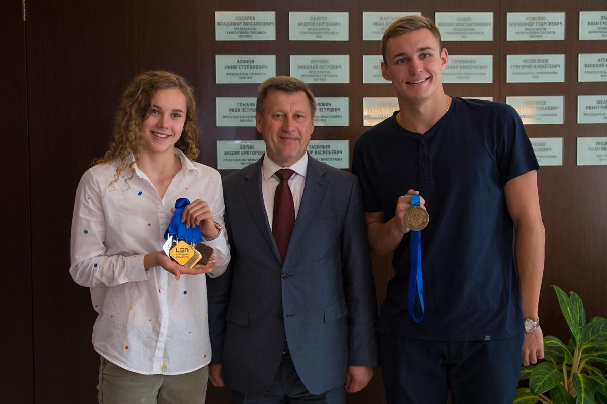 Чествование победителей и призеров (плавание) в мэрии
