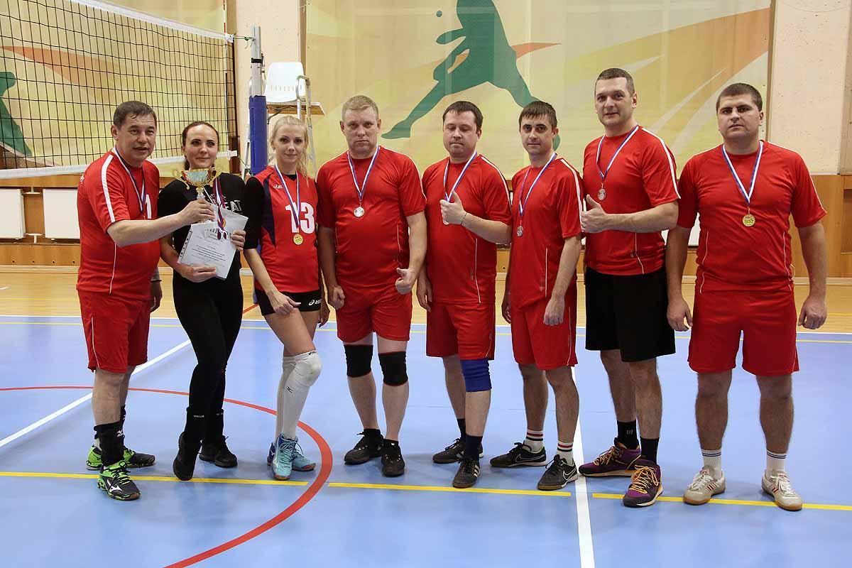 Соревнования по волейболу среди команд администраций районов и мэрии города Новосибирска.