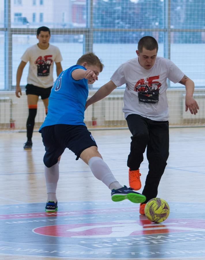 Хоккейные болельщики «Сибири» и «Авангарда» сыграли в футбол
