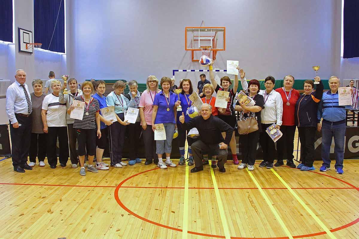 Настольный теннис в рамках IX фестиваля «Через спорт – к активному долголетию» среди людей пожилого возраста