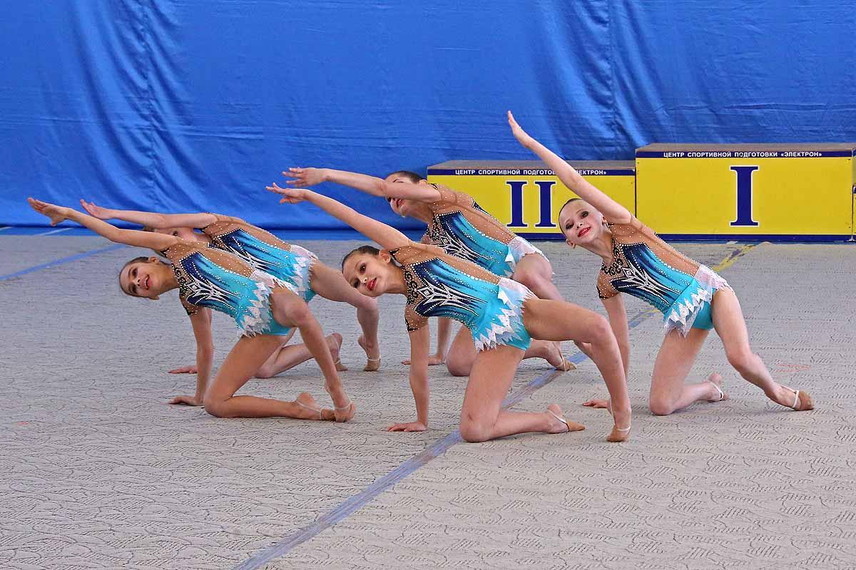Соревнования по эстетической гимнастике.