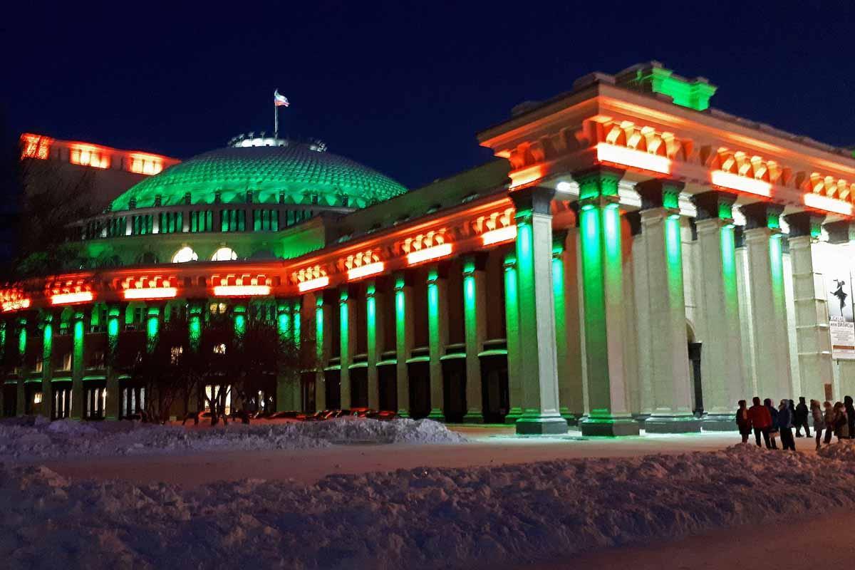 Вечерняя прогулка по главному катку Новосибирска.