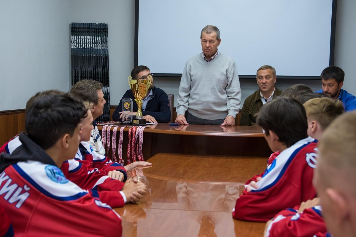 Награждение призёров СФО по хоккею с шайбой спортсменов ЦЗВС