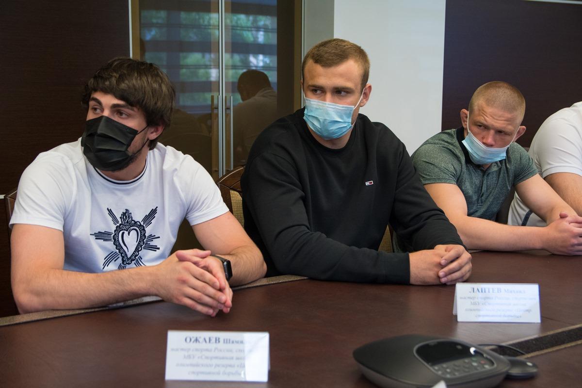 Мэр Новосибирска встретился с новосибирскими борцами греко-римского стиля