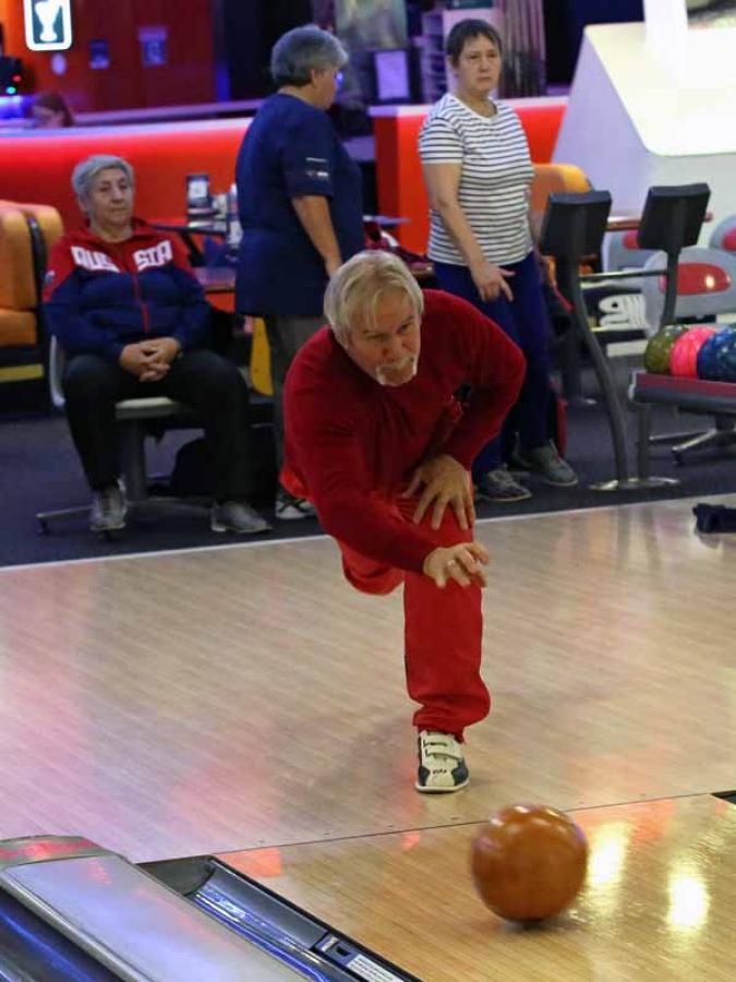 Через спорт - к активному долголетию. Боулинг.