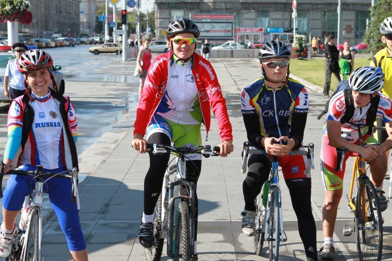Новосибирские велосипедисты в ожидании знаменитых гостей